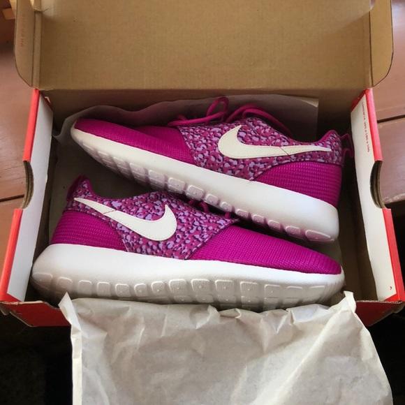 Nike Shoes - Nike Women's Roshe Running Sneakers